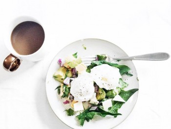 Recipe: Poached Egg Breakfast Salad
